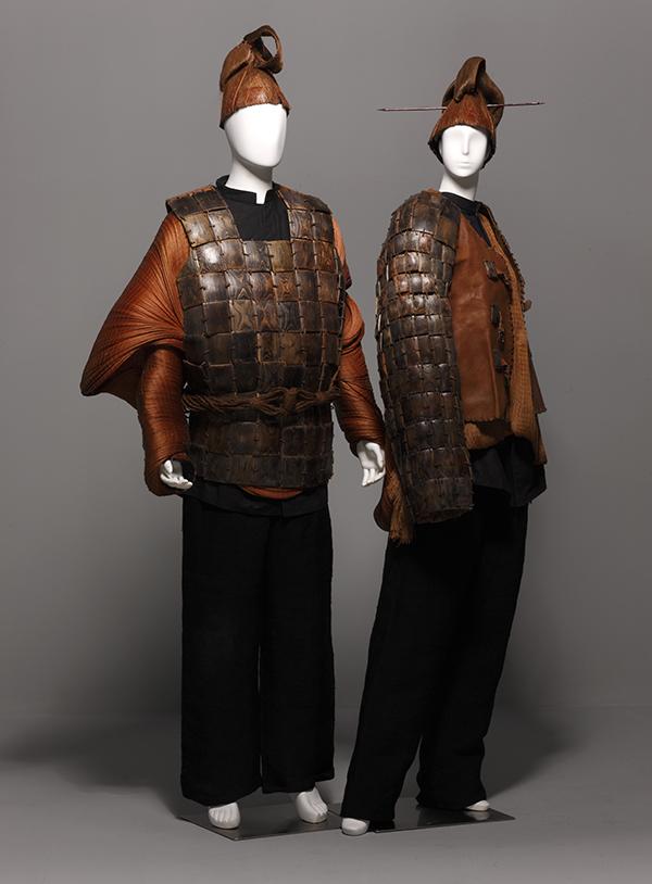 """展览地点:北京今日美术馆 展览时间:2013年9月 - 2013年9月   """"时代映像中国时装艺术1993-2012""""旨在全面呈现中国时装设计群体及其创意理念的发展,作品根植中国传统文化并与时代境况结合,体现中国时装设计与时代的关联以及它在全球化语境下的独立性。   在全球化不断加剧的时代大背景下,如何在国际语境中塑造本土创意个性,宣扬和保持本土文化特点是当代设计界的重要课题。中国当代时装设计发展到今天,它已从学习、吸收、拷贝的阶段走向了一个相对成熟的融汇、反思、创作的阶段。展览将通过回顾中国时装界探"""